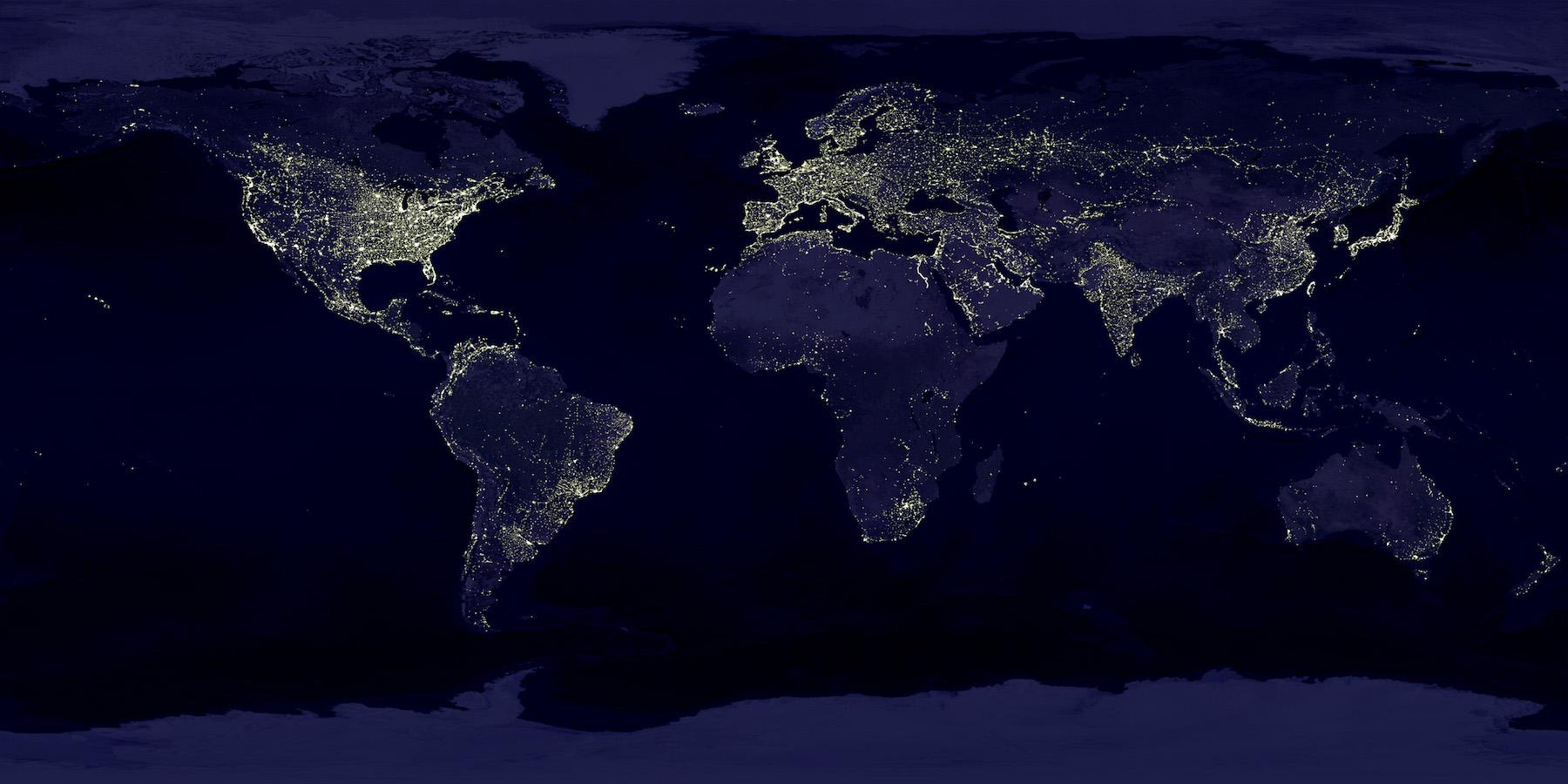 Planeta tierra con las luces de la noche